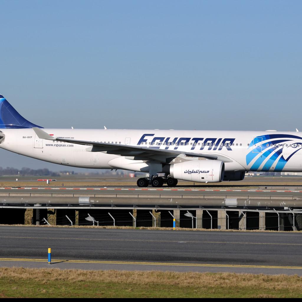 Aereo dell'Egypt Air dirottato da Alessandria d'Egitto a Cipro, si teme un kamikaze a bordo