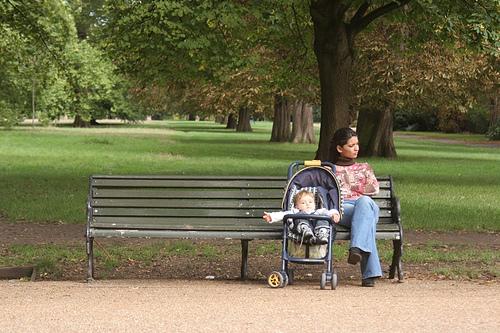 Ue: in Italia le mamme più 'vecchie', figli dopo i 30 anni