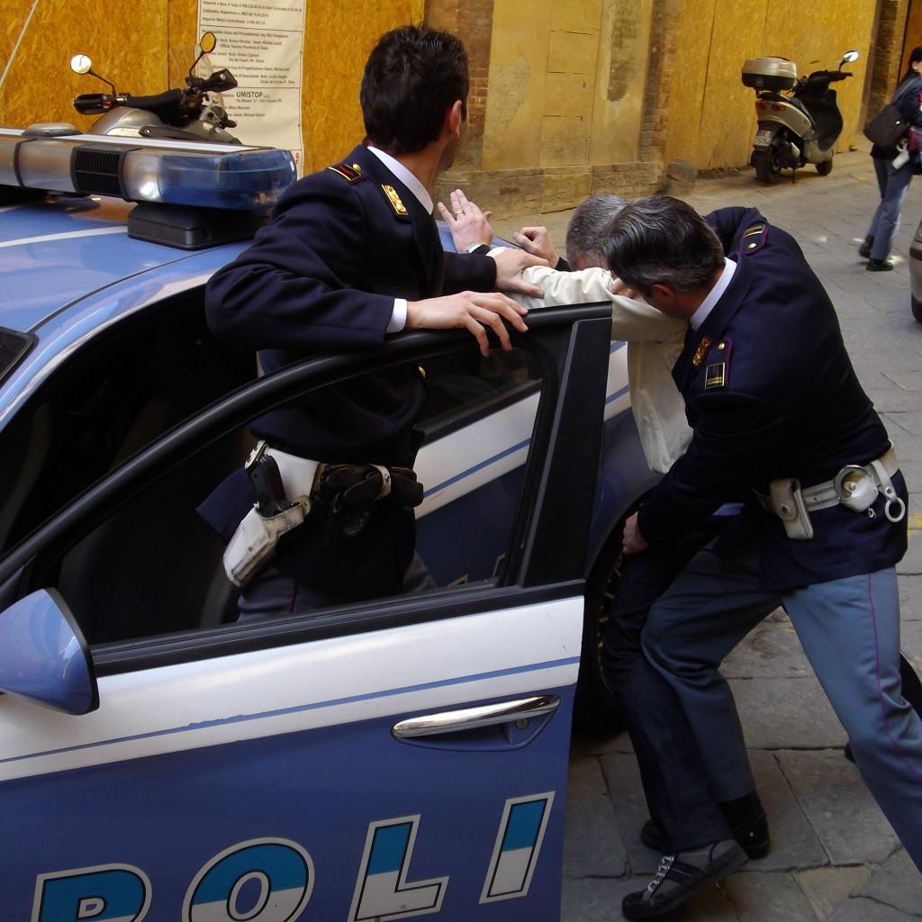 Foggia, custodia cautelare per rapina aggravata a una donna
