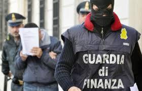 La Guardia di Finanza di Napoli scopre carico di oltre 8 tonnellate di sigarette