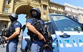 Napoli, la Polizia di Stato sta eseguendo sette ordinanze di custodia cautelare in carcere
