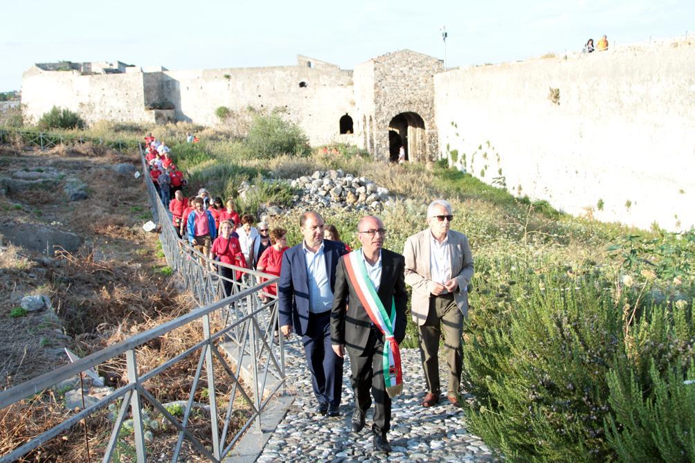 """Il sindaco apre la """"Porta delle Isole"""" al Castello"""
