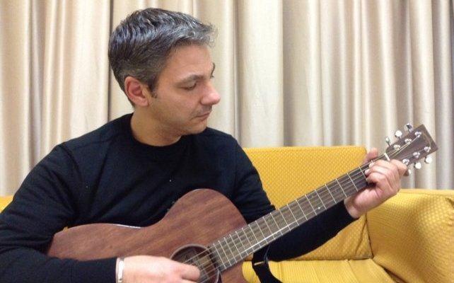 """Elio Rinella diventa DoppioNero e incide il nuovo singolo """"Acqua"""".  Il cantautore sposa il rap"""