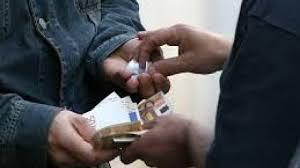Prato, la Polizia di Stato sta eseguendo numerose perquisizioni a caccia di droga e a carico di cittadini cinesi e italiani