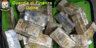 GDF UDINE: FERMATO IN AUTOSTRADA UN CITTADINO CINESE CON 670.000 EURO IN CONTANTI