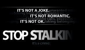 Stalking. Non accetta la fine della relazione. Si barrica in casa e minaccia di darsi fuoco. Arrestato dalla Polizia