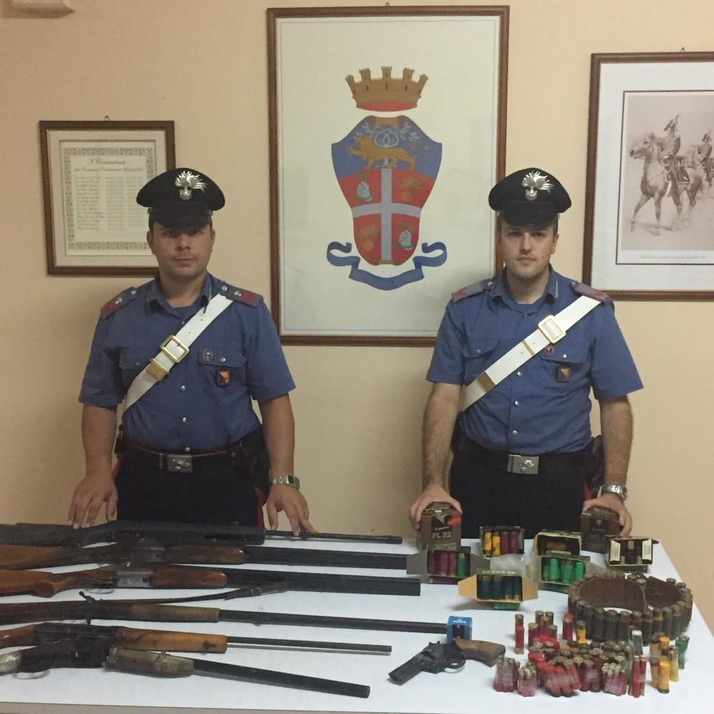 Messina: detengono in casa armi illegali e clandestine, padre e figlio arrestati dai Carabinieri a San Filippo Superiore