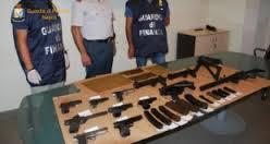 Napoli – Sequestrato dalla Finanza arsenale della Camorra all'interno di un'auto rubata circa un mese fa