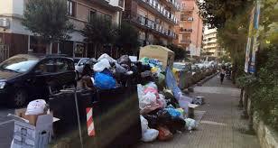 Seconda giornata di sciopero degli operai della Dusty, niente raccolta dei rifiuti