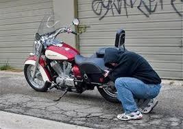 La Polizia arresta ladro di scooter. Recuperati motoveicoli e riconsegnati ai proprietari