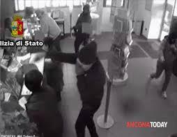 LA POLIZIA DI STATO ARRESTA LA RAPINATRICE TRASFERTISTA:RAMPOLLA DI UN CLAN CAMORRISTICO