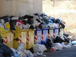 Scioperano gli operai della Dusty, niente raccolta dei rifiuti