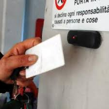 Il caso dei furbetti del cartellino: la cosa è diffusa in ogni settore del pubblico e del privato solo che a Milazzo i mass-media hanno dilatato la notizia a dismisura