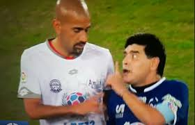 La partita per la pace, ma Maradona litiga con Veron