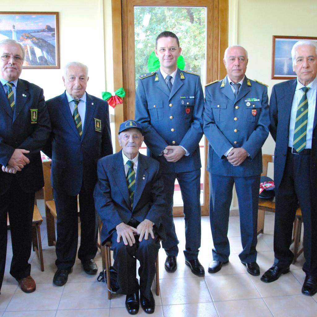GUARDIA DI FINANZA. S. Agata di Militello (Me): visita al Maresciallo Maggiore in congedo Sebastiano Virzì
