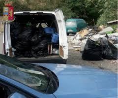 Deposito abusivo di rifiuti. Multato dalla Polizia Stradale autotrasportatore