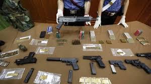 Napoli. La Polizia di Stato sequestra un deposito di armi e cocaina per un valore di €.2.500.000