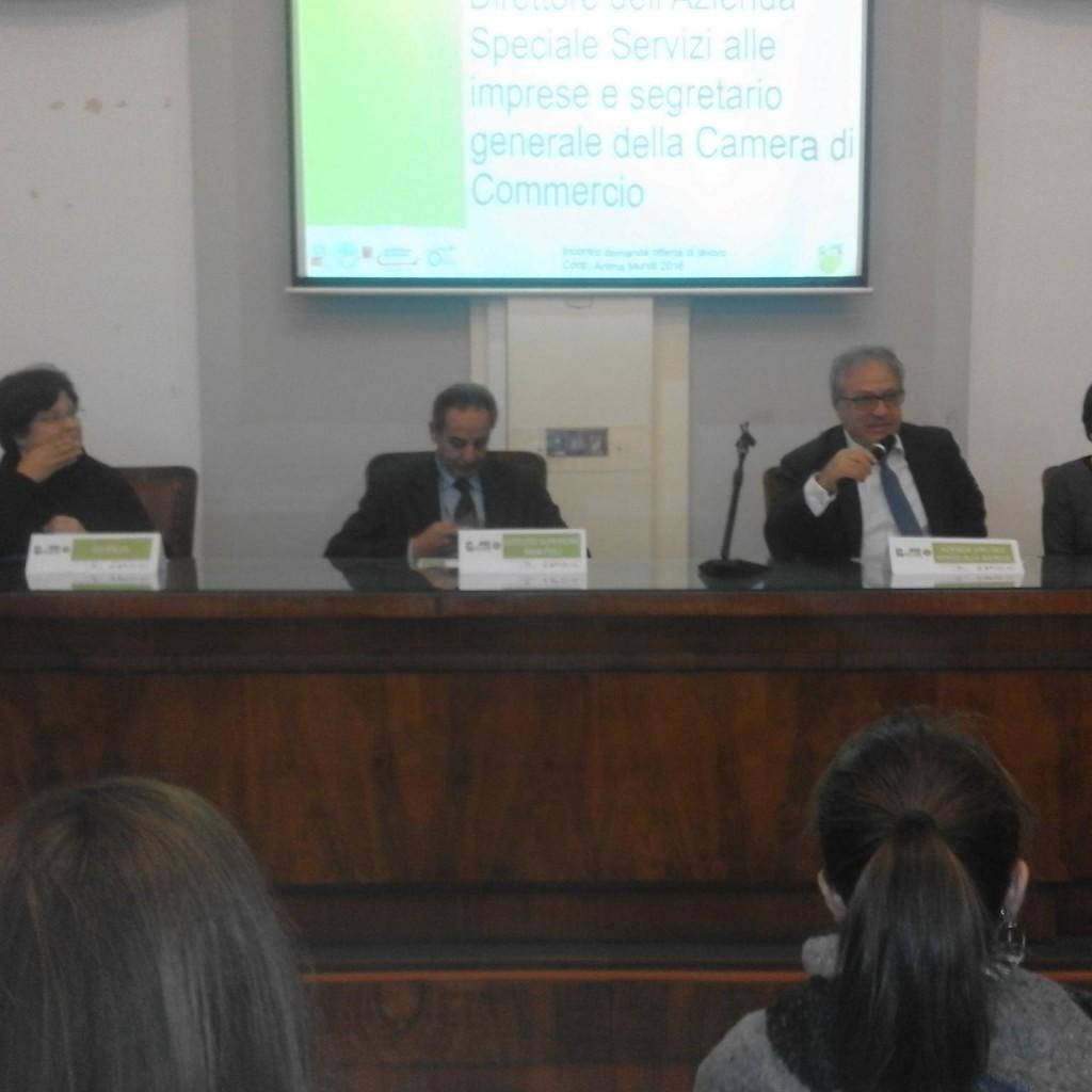 """L'economia """"verde"""" raccontata agli studenti dagli imprenditori """"green"""" del Messinese  nell'incontro svoltosi questa mattina nella sala Consulta della Camera di commercio"""