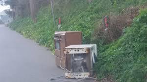 Milazzo. Elettrodomestico abbandonato in strada, multa a commerciante