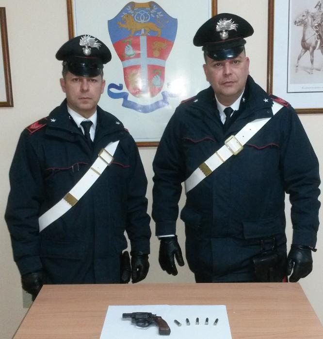 Messina: pluripregiudicato tratto in arresto per porto abusivo di pistola