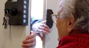 Si spaccia per dipendente INPS e rapina in casa anziana messinese. La Polizia individua e arresta la responsabile
