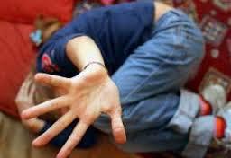 Violenza su minore a bordo del bus scuola. La Polizia individua il presunto colpevole