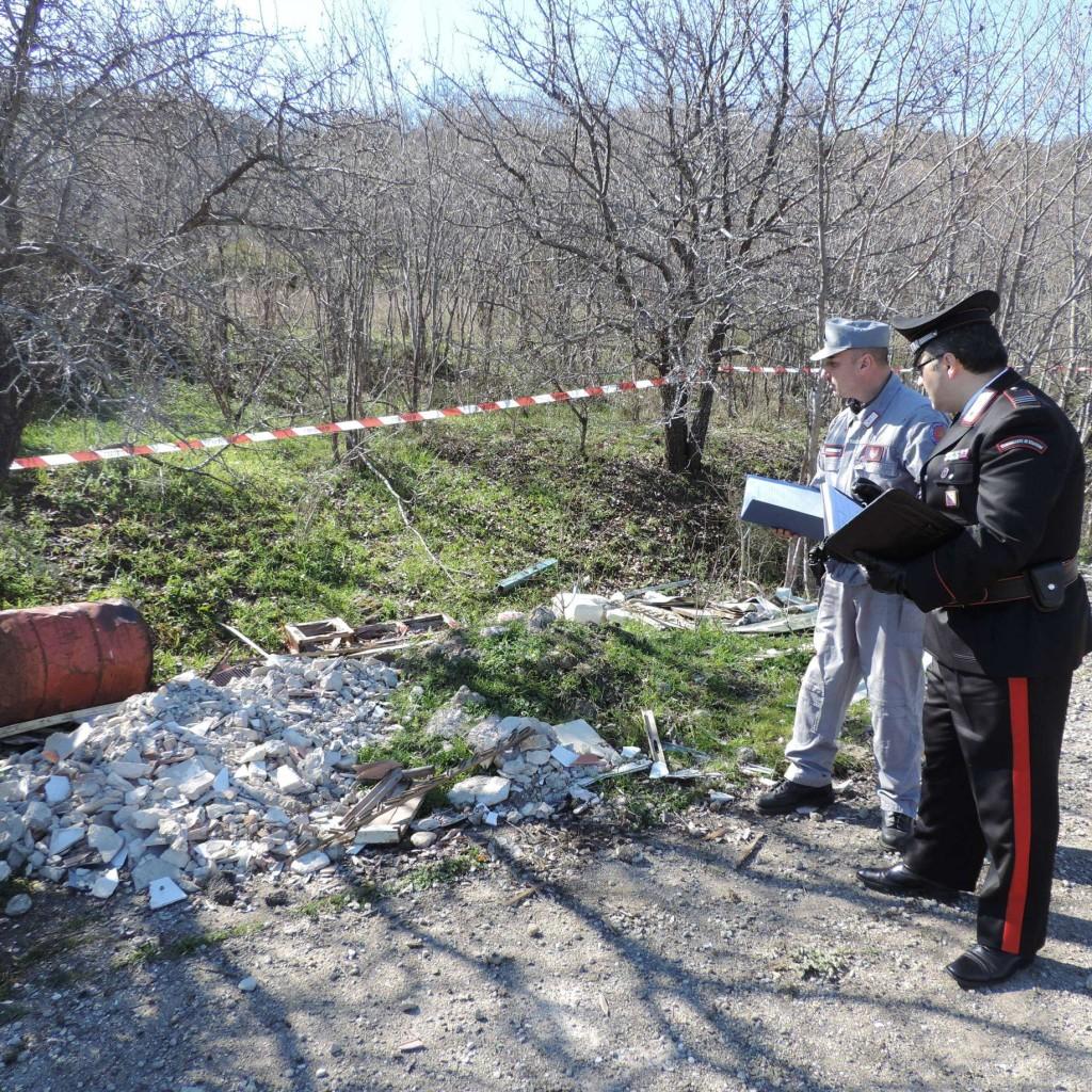 I Carabinieri individuano un'area adibita a discarica