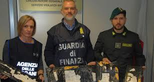 """GUARDIA DI FINANZA, ROMA: «OPERAZIONE OPIUM» ARRESTATI 12 NARCOTRAFFICANTI E SEQUESTRATI OLTRE 32 CHILOGRAMMI DI """"BROWN SUGAR"""" ALL'AEROPORTO DI FIUMICINO"""