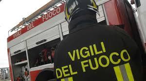 Domato un incendio dai Vigili del fuoco, questi chiedono aiuto alla Polizia che evacua l'edificio