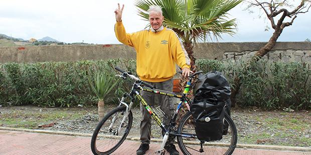 Il ciclista giramondo Janus River fa tappa a Milazzo