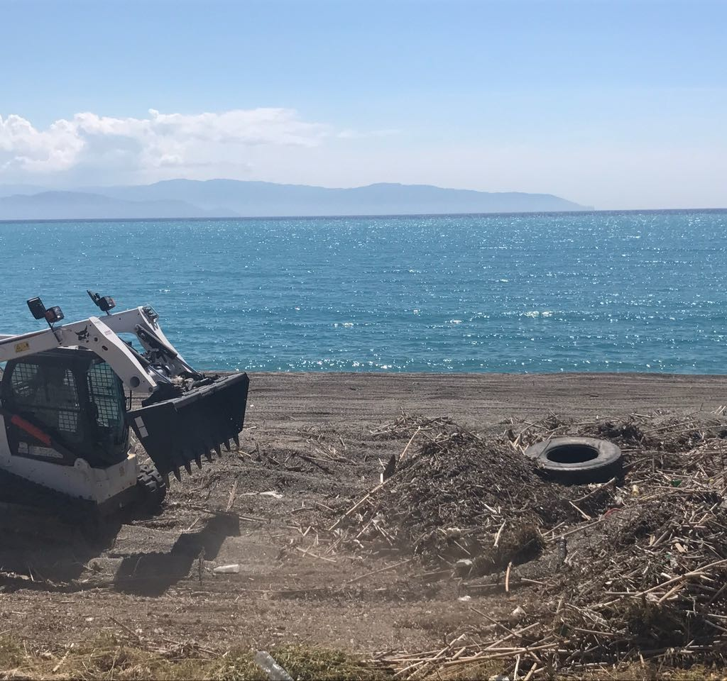 Milazzo. Iniziata la pulizia straordinaria delle spiagge