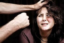 Violenza domestica. Marito violento in manette