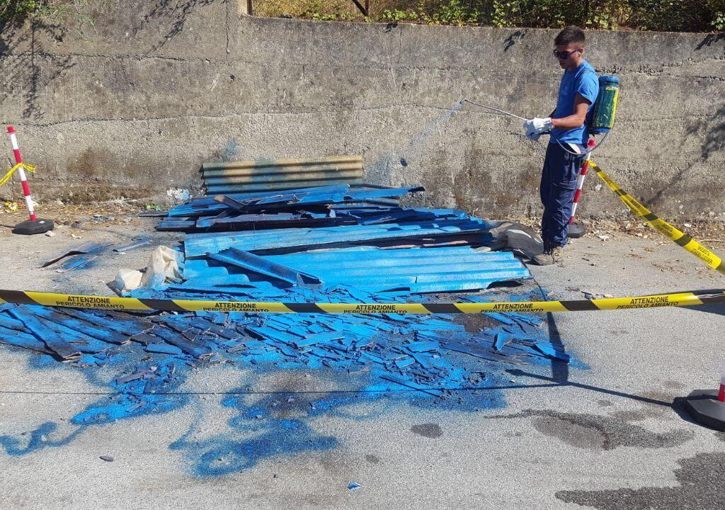 Intervento del Comune di Milazzo per rimuovere amianto abbandonato