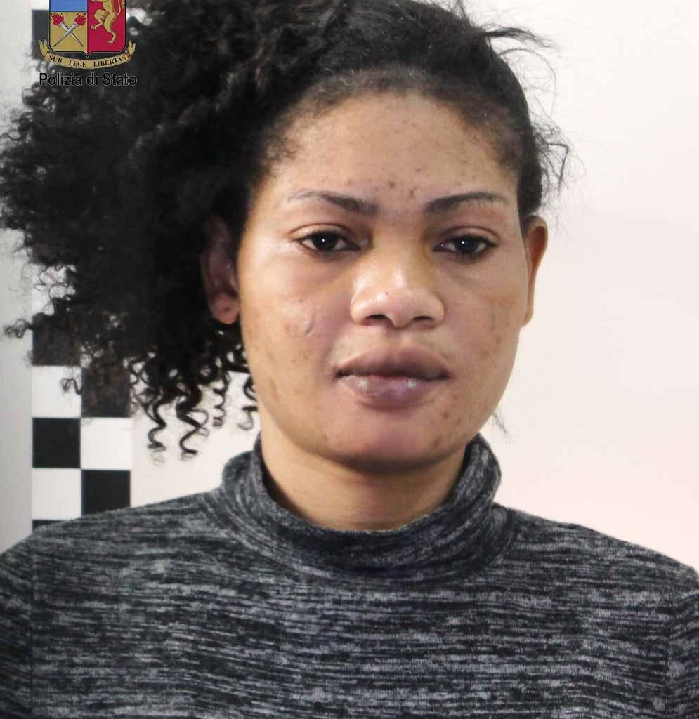 Trentunenne arrestata per aver aggredito poliziotti