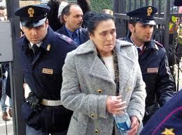"""La Polizia di Stato di Forlì Cesena denuncia la nota santona """"Mamma Ebe"""" per esercizio abusivo della professione medica"""