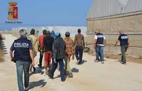 La Polizia di Stato di Ragusa ha arrestato due imprenditori agricoli, e ne ha denunciato un terzo, per sfruttamento della manodopera.