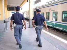 Rapina un viaggiatore su un treno regionale: arrestato dalla Polizia di Stato