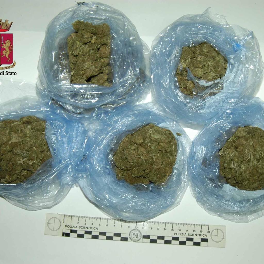Barcellona P.G. – In carcere il pusher che agli arresti domiciliari deteneva marijuana ai fini di spaccio