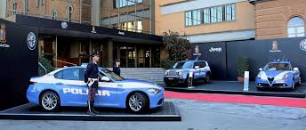 """Arrivano le """"Giuliette"""" alla Polizia Stradale. Estate 2017: più veicoli per il controllo del territorio e nuova organizzazione degli uffici per ottimizzare l'impiego degli agenti."""
