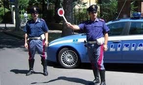 Vani i tentativi di darsi alla fuga: la Polizia di Stato arresta due rumeni