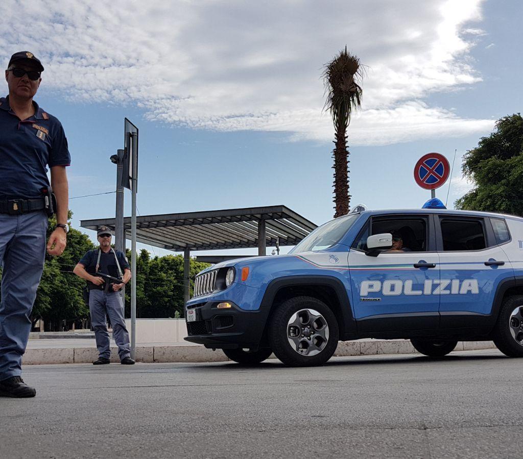 Due i furti lampo in centro città. La Polizia ne individua il presunto autore in poche ore