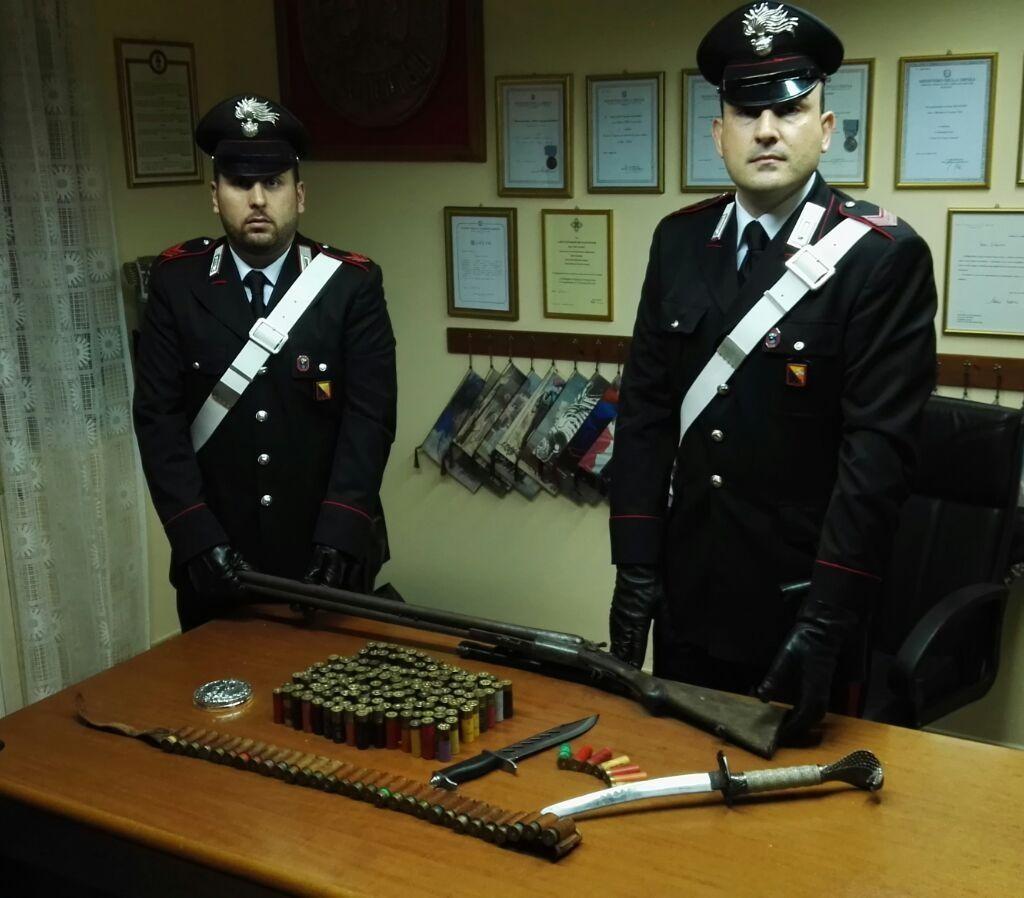 I Carabinieri di Santa Lucia del Mela hanno arrestato un cittadino italiano per detenzione illegale di arma clandestina e diverse munizioni
