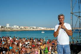 Concerto di Claudio Baglioni nell'isola di Lampedusa per l'anniversario della strage di migranti del 2013