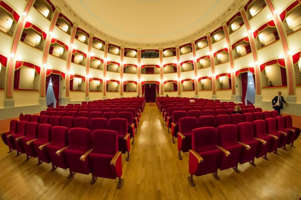 """Milazzo. """"Attaccati alla poltrona"""", associazioni in scena per raccogliere fondi per il teatro Trifiletti"""