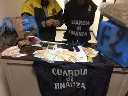 GUARDIA DI FINANZA: SEQUESTRATI OLTRE 800 CHILOGRAMMI DI DROGA E UNA PISTOLA. ARRESTATI UN ITALIANO E DUE CITTADINI DI NAZIONALITA' ALBANESE