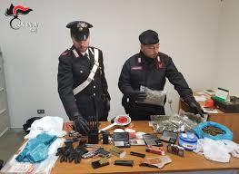 Bitonto (BA). Continuano i servizi contro le piazze di spaccio. Scovato un altro deposito di armi e droga. Arrestato dai Carabinieri un 33enne insospettabile