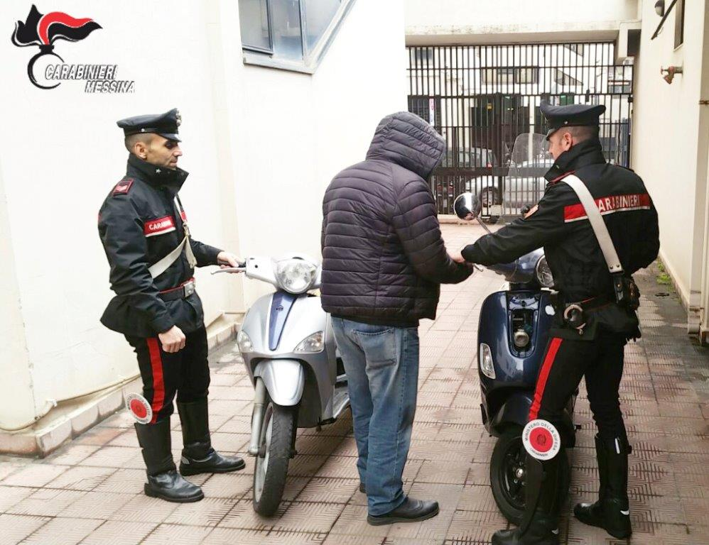 Acciuffati mentre rubano uno scooter: due incensurati arrestati dai Carabinieri