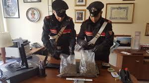 """Carabinieri Messina:  cane """"corso"""" a guardia di 1 kg. droga in casa.  Arrestata coppia di 21enni"""