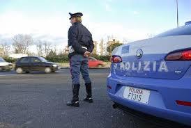 La Polizia di Stato arresta 37enne messinese: minacciava con un martello e un coltello agenti in servizio. Emessi altresì 2 divieti di ritorno e 15 avvisi orali