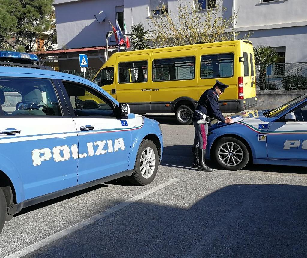 Sicurezza su strada. La Polizia di Stato sospende dalla circolazione due scuolabus. Elevate sanzioni per migliaia di euro